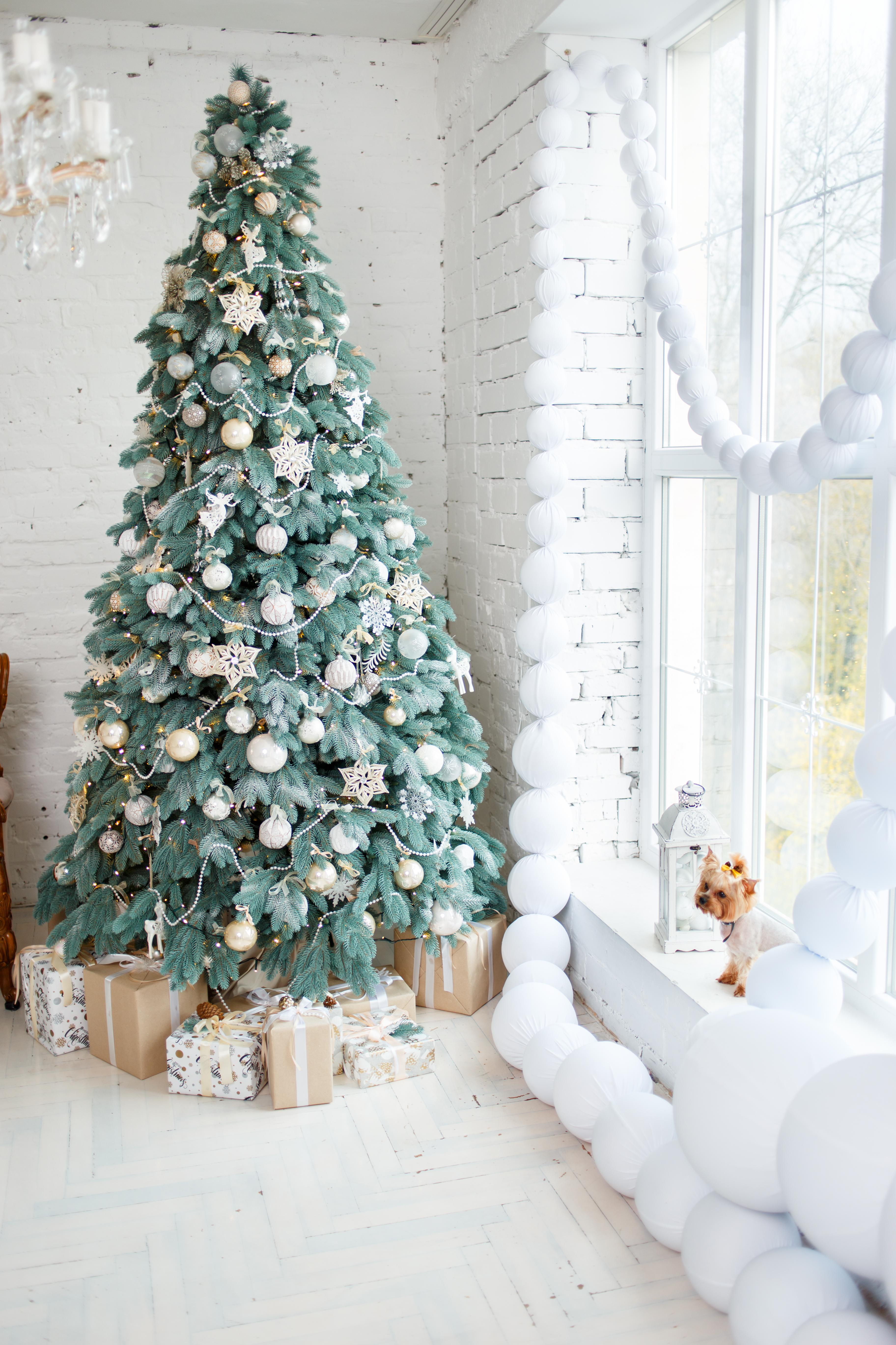 New Home, New Holiday Decorations: Simple Interior Styling for New ...